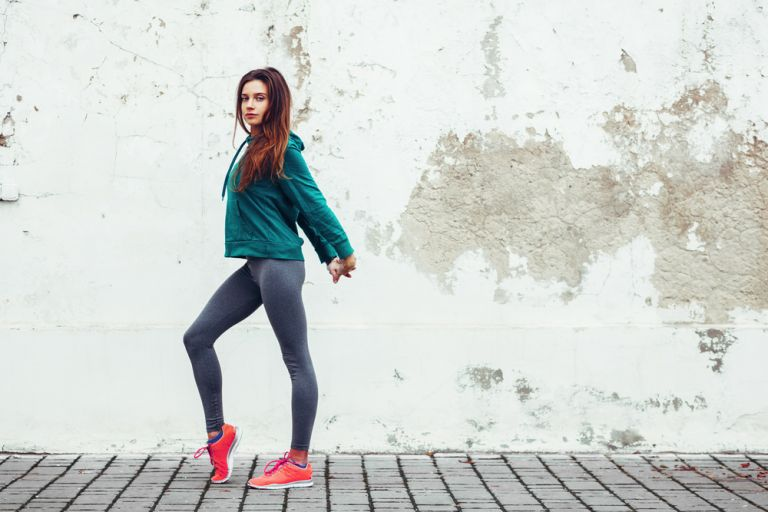 Πέντε ασκήσεις που θα σας χαρίσουν καλλίγραμμα πόδια | vita.gr