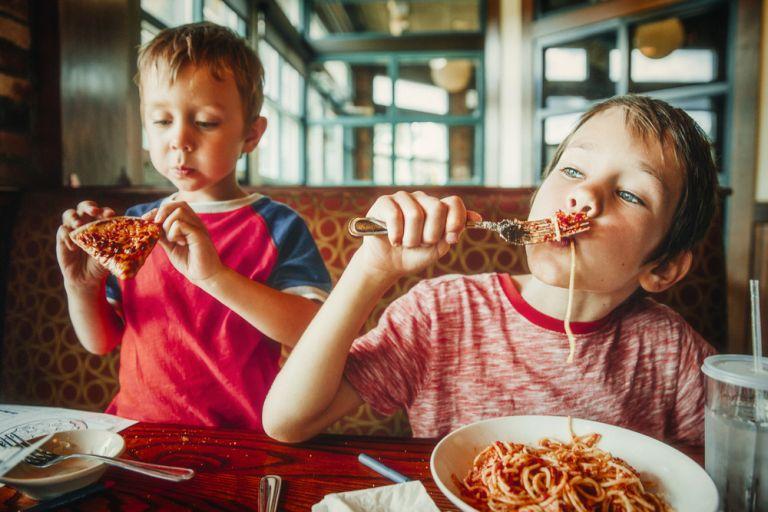 Μπορεί το παιδί να τρώει συνέχεια ζυμαρικά;   vita.gr