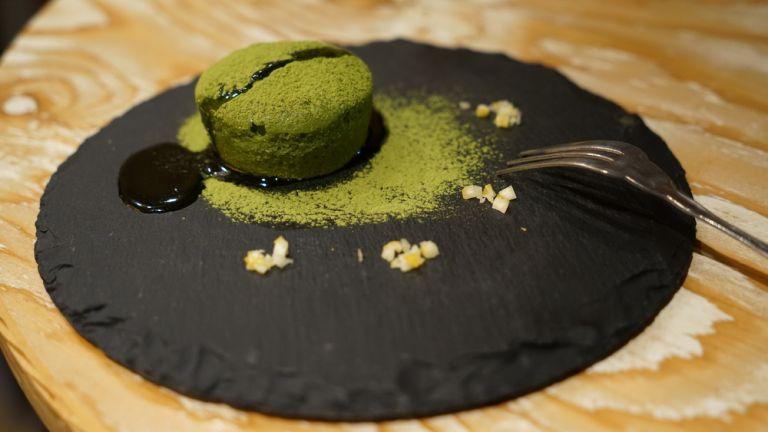 Γλυκό σουφλέ από μάτσα τσάι | vita.gr