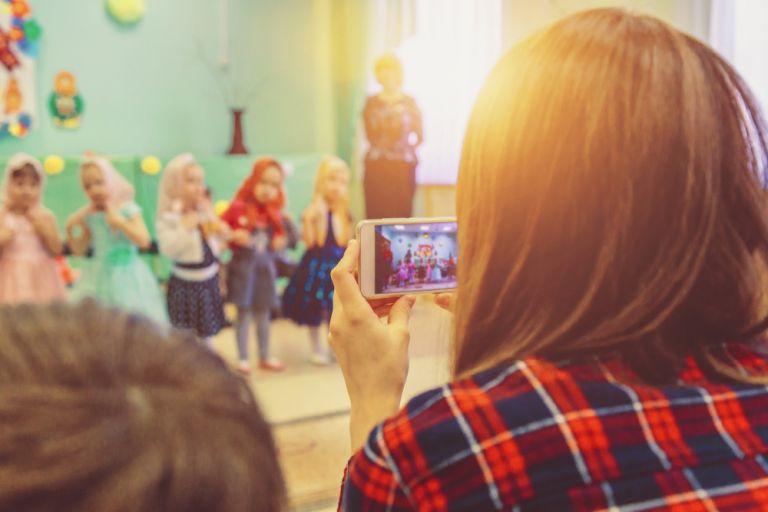 Μήνυμα SOS της ΕΛ.ΑΣ για τις παιδικές φωτογραφίες στα social media | vita.gr