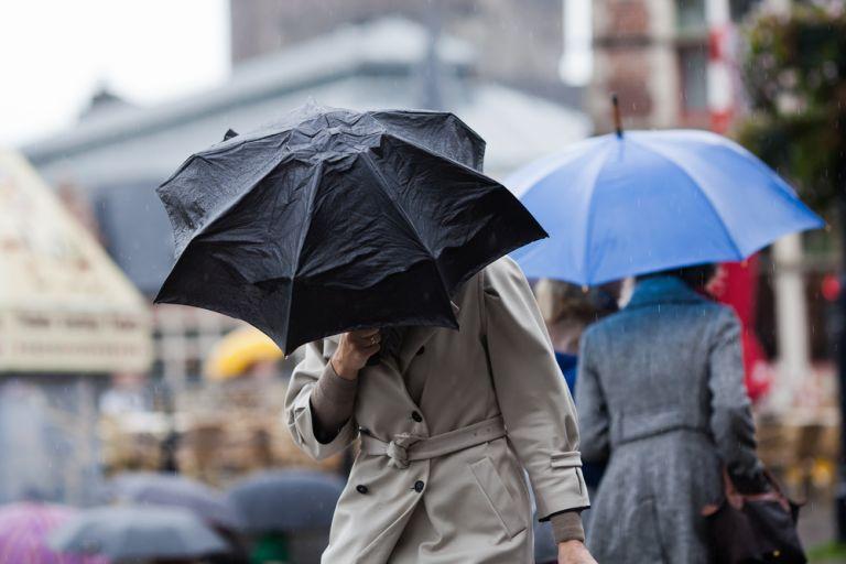 Συνεχίζεται η κακοκαιρία με βροχές, καταιγίδες και πτώση θερμοκρασίας | vita.gr