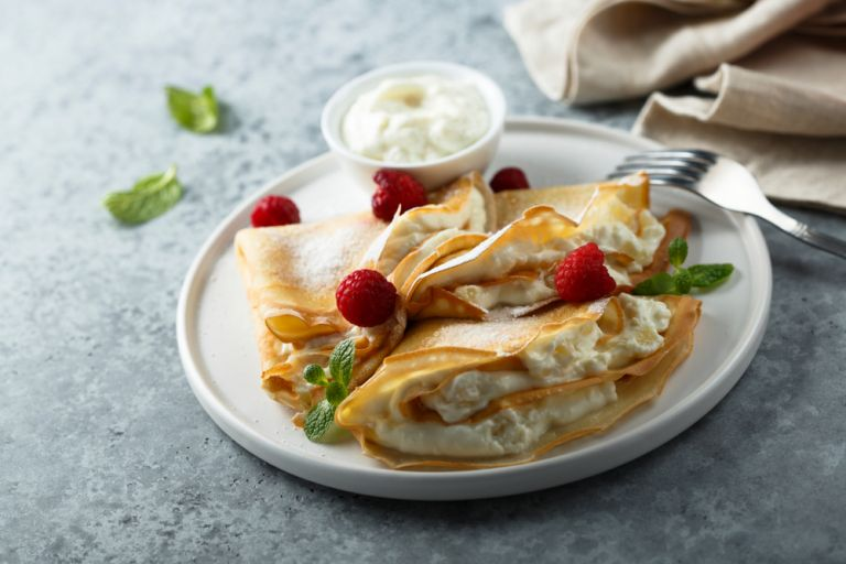 Γλυκές κρέπες με γέμιση γιαουρτιού | vita.gr
