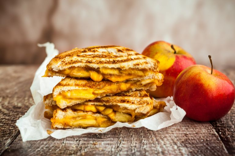 Φτιάξτε μηλόπιτα με ψωμί του τοστ | vita.gr