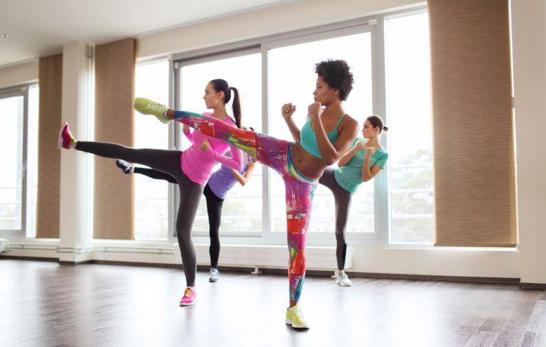 Κάψτε θερμίδες με ασκήσεις εμπνευσμένες από το κικ μπόξινγκ | vita.gr
