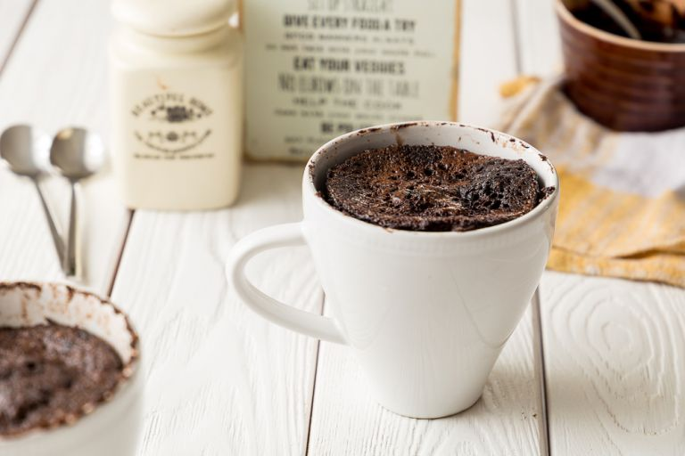 Κέικ σοκολάτας με καφέ σε κούπα | vita.gr