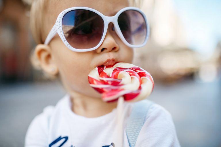 Τελικά η ζάχαρη προκαλεί υπερδιέγερση στα παιδιά; | vita.gr