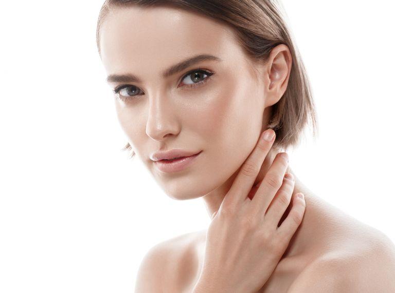 Πρέπει να χρησιμοποιώ ενυδατική κρέμα αν έχω λιπαρό δέρμα; | vita.gr
