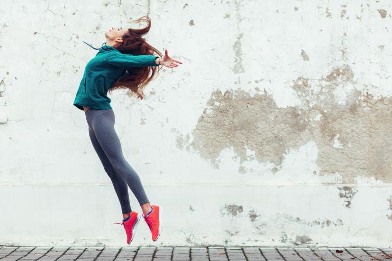 Τα πηδηματάκια διάρκειας 6 λεπτών κάνουν τα οστά μας πιο δυνατά | vita.gr