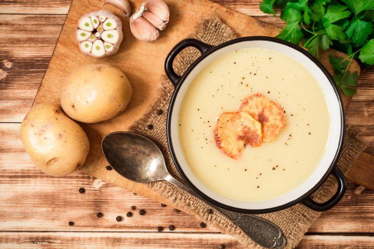 Κρεμώδης πατατόσουπα με κρεμμύδι | vita.gr