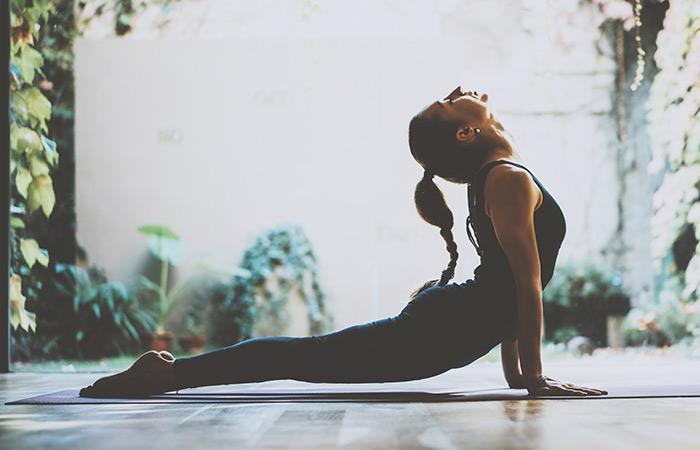Power yoga για δυνατό πυρήνα | vita.gr