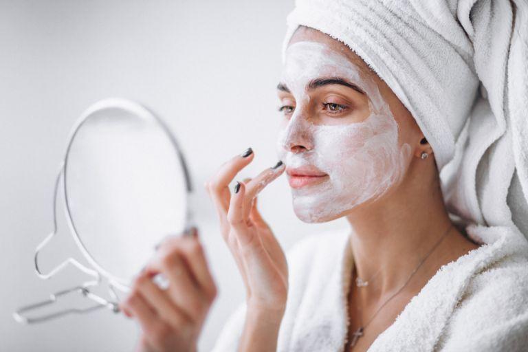 Φτιάξτε μάσκα αντιγήρανσης με γιαούρτι | vita.gr