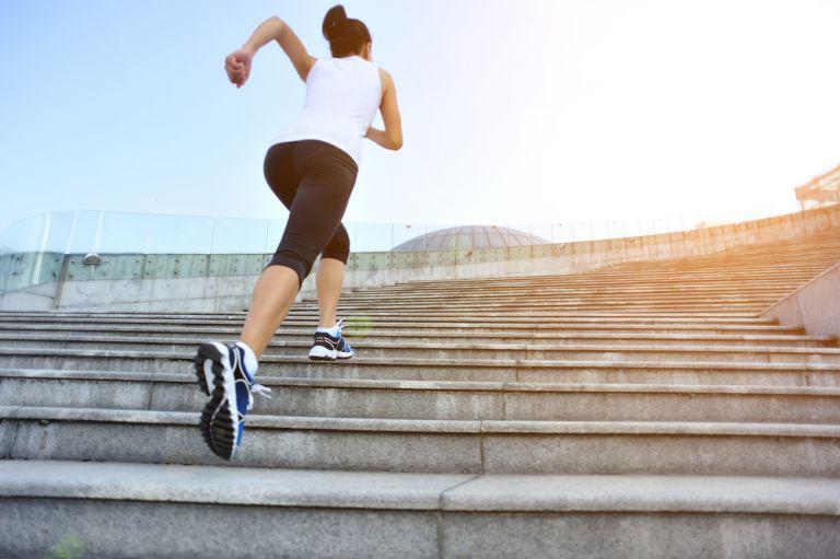 Δεκάλεπτη γυμναστική στις σκάλες | vita.gr