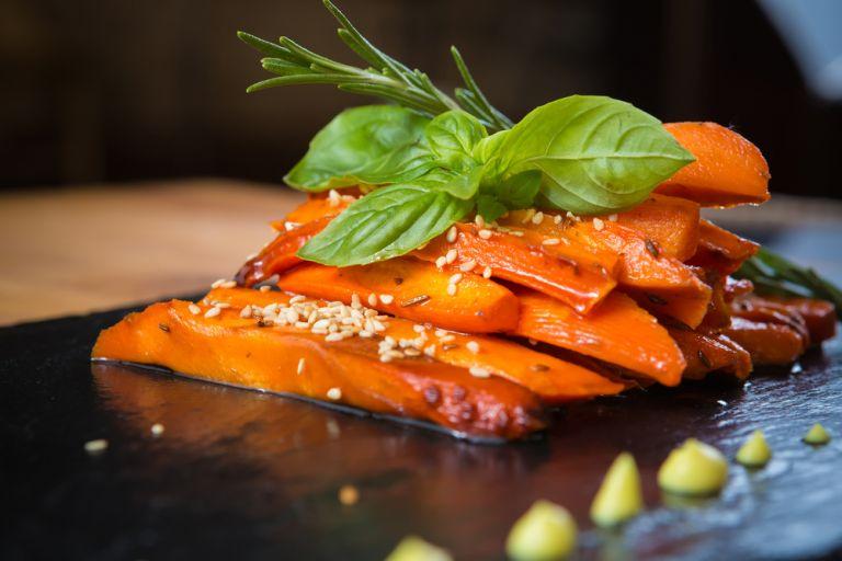 Καρεμελωμένα καρότα με βαλσάμικο | vita.gr