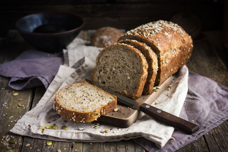 Ζυμώστε πολύσπορο ψωμί | vita.gr