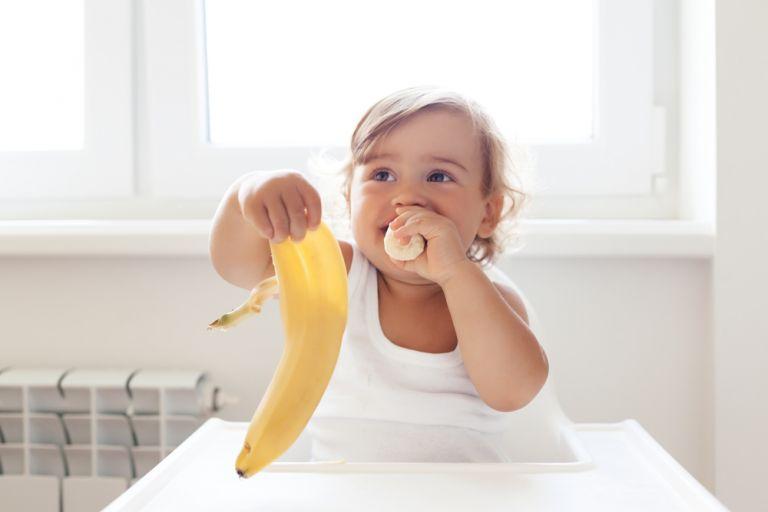 Όταν το παιδί μαθαίνει να τρώει χωρίς βοήθεια | vita.gr