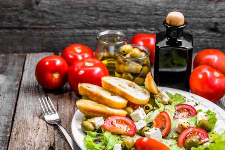 Keto ή μεσογειακή διατροφή; Ποια είναι καλύτερη για εμάς; | vita.gr