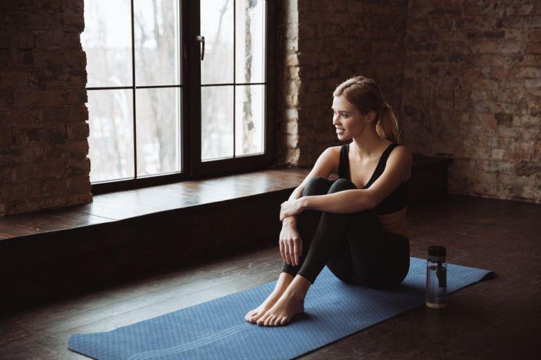 Μετατρέψτε το σπίτι σας σε γυμναστήριο με αυτή την έντονη προπόνηση | vita.gr