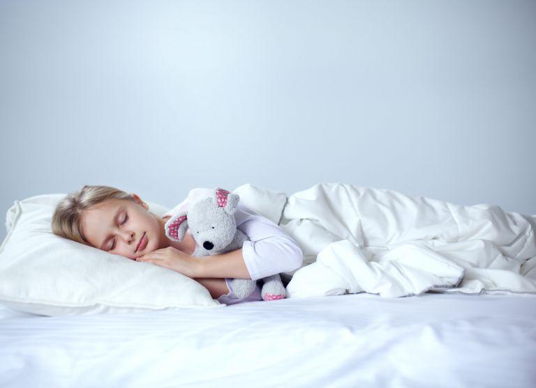 Τι να κάνετε όταν το παιδί μιλάει στον ύπνο του | vita.gr