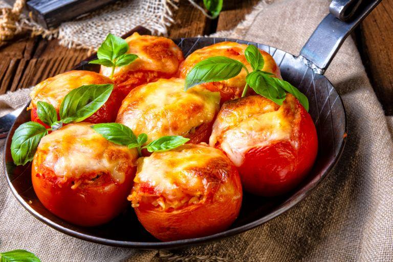 Ντομάτες με τυρί   vita.gr