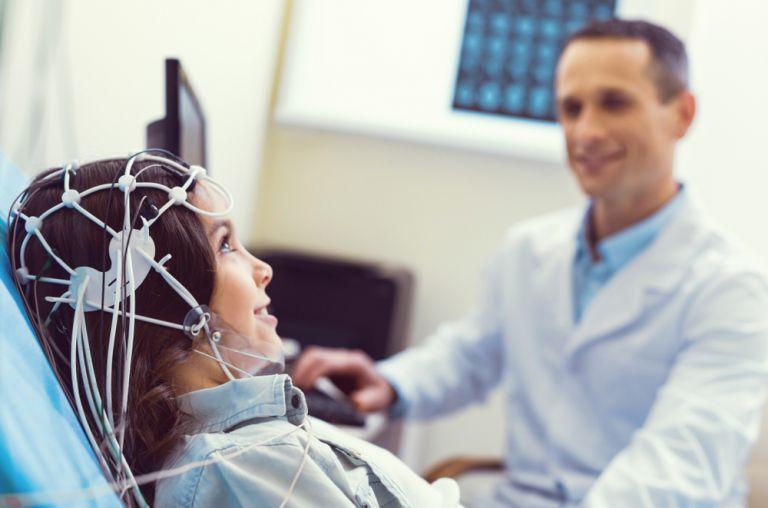 Τα κύματα ηλεκτρισμού στον εγκέφαλο ενισχύουν τη μνήμη αποτρέποντας τη νόσο Αλτσχάιμερ | vita.gr