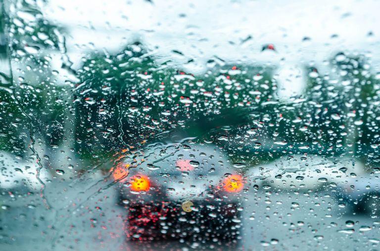 Συνεχίζεται η κακοκαιρία με καταιγίδες, βροχές ακόμη και χαλάζι | vita.gr
