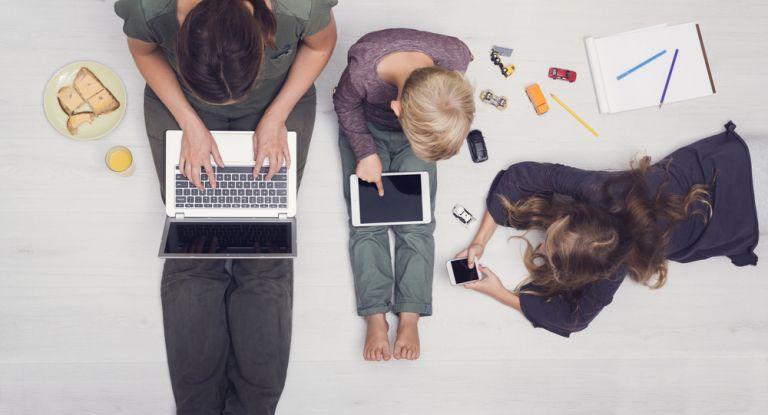 Πώς θα χρησιμοποιήσετε την τεχνολογία μπροστά στα παιδιά | vita.gr