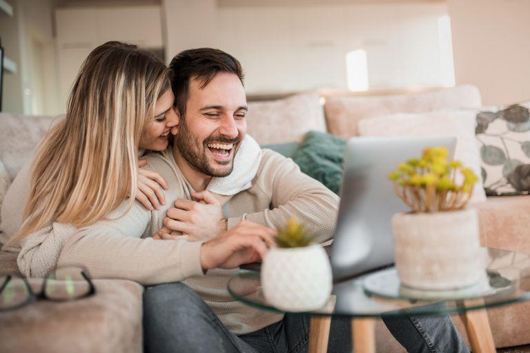 Πώς θα προσεγγίσετε ξανά το σεξ μετά τον τοκετό | vita.gr