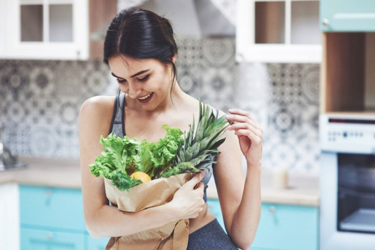 Έξυπνες συμβουλές για να τρώτε υγιεινά χωρίς να ξοδεύετε πολλά χρήματα | vita.gr