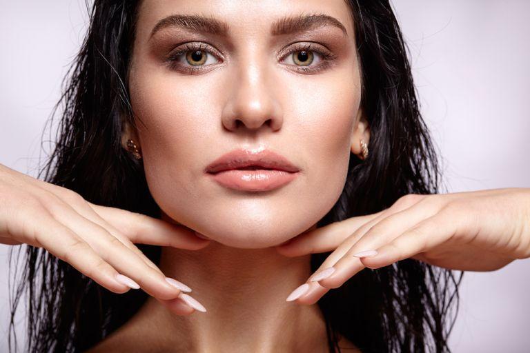 Ο πιο εύκολος τρόπος να χαρίσετε καλοκαιρινή λάμψη στο πρόσωπό σας | vita.gr