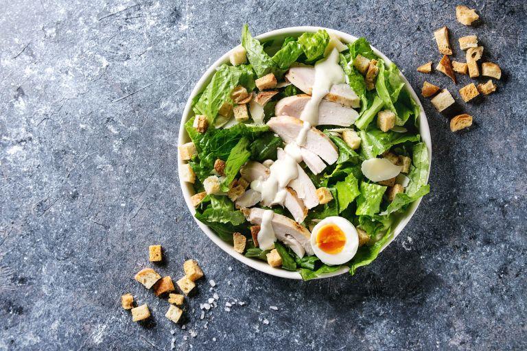 Σπιτική σαλάτα του Καίσαρα με αυγό | vita.gr