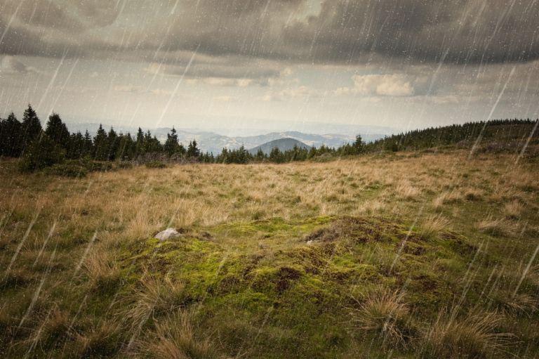 Άστατος ο καιρός με βροχές, καταιγίδες και σκόνη | vita.gr