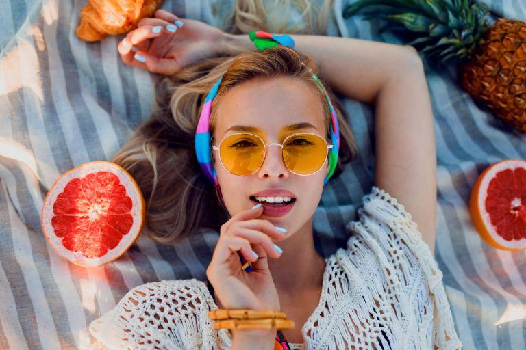 Έξι εύκολοι τρόποι να φορέσετε σωστά τα headbands | vita.gr