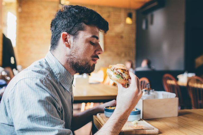 Τα επεξεργασμένα τρόφιμα οδηγούν σε ανδρική υπογονιμότητα | vita.gr