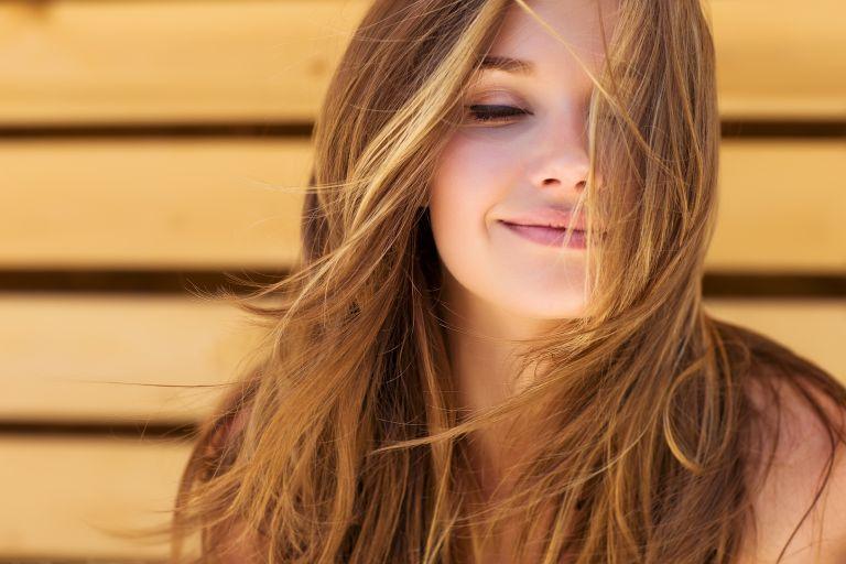 Φτιάξτε τη δική σας μάσκα μαλλιών | vita.gr