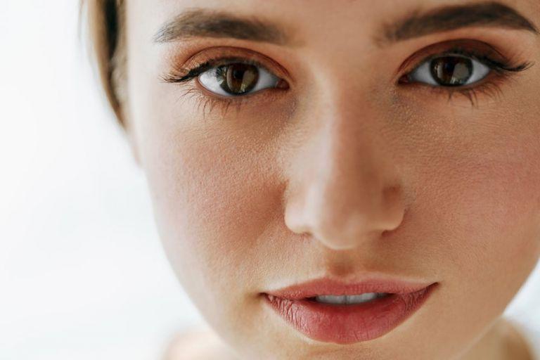 Πώς θα αντιμετωπίσετε τους πόρους στο πρόσωπό σας | vita.gr