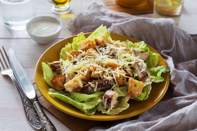 Νόστιμη και δροσερή σαλάτα με κοτόπουλο | vita.gr