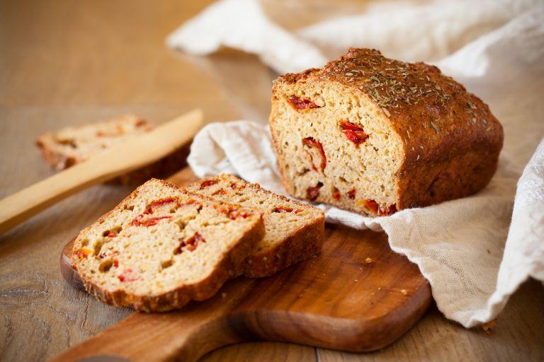 Ψωμί με λιαστές ντομάτες | vita.gr