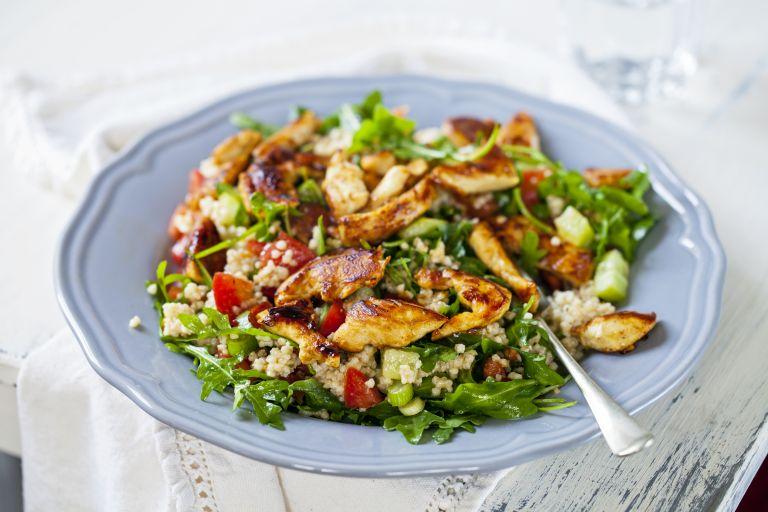 Θρεπτική σαλάτα με κινόα και κοτόπουλο | vita.gr