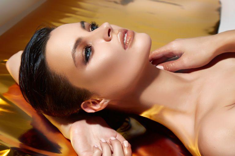 Λαμπερό μακιγιάζ σε πέντε λεπτά | vita.gr