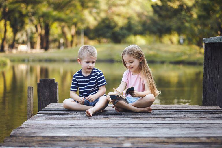 Πώς θα μεγαλώσετε παιδιά που σέβονται την ισότητα των φύλων | vita.gr