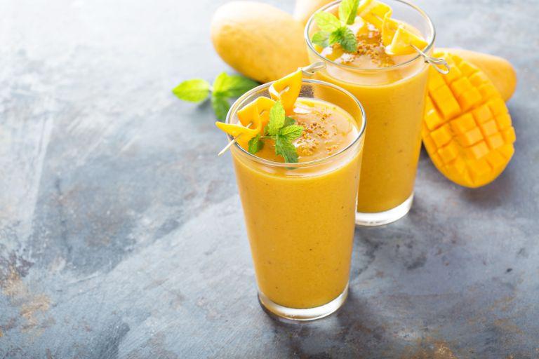 Δροσιστικό smoothie με μάνγκο | vita.gr