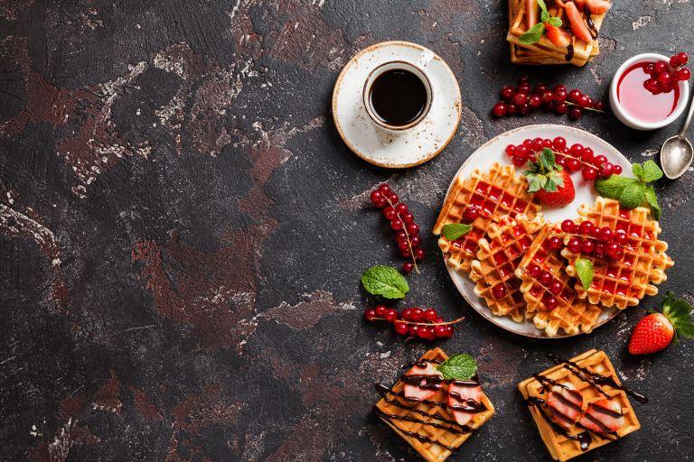 Βάφλες με βρώμη και φρέσκα φρούτα | vita.gr
