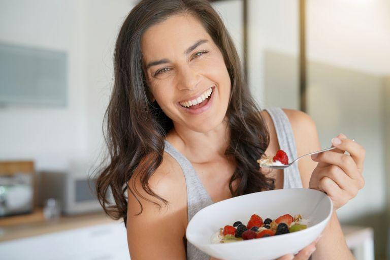 Οι κορυφαίες τροφές για την εμμηνόπαυση | vita.gr