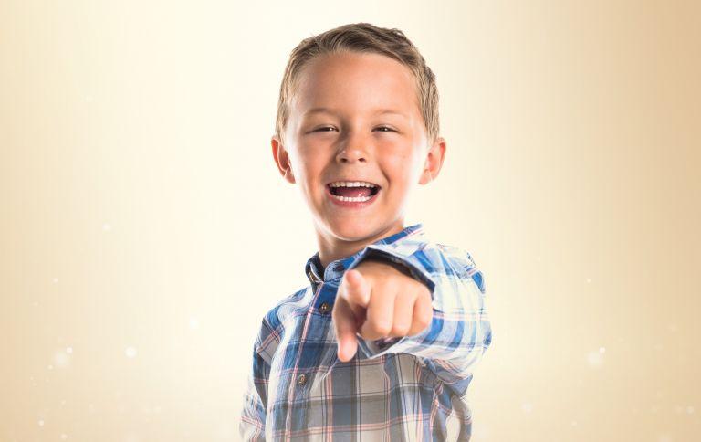 Όταν το παιδί χρησιμοποιεί άσχημους χαρακτηρισμούς | vita.gr