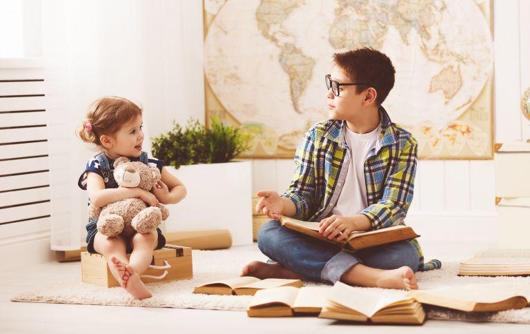 Μεγαλώνοντας αδέλφια με μεγάλη διαφορά ηλικίας | vita.gr
