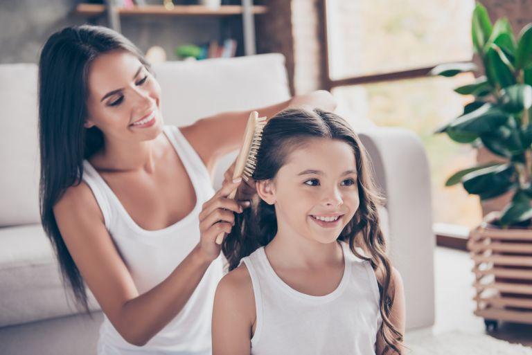 Αφαιρέστε αποτελεσματικά την τσίχλα από τα μαλλιά του παιδιού | vita.gr
