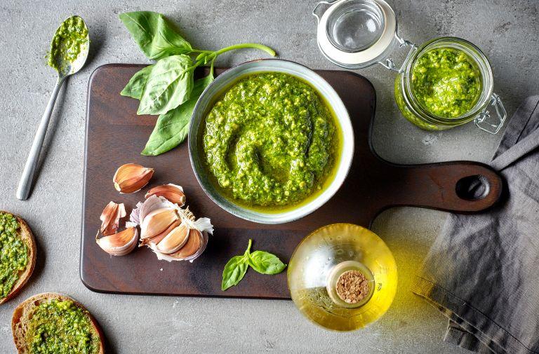 Φτιάξτε σπιτικό πέστο στη στιγμή | vita.gr