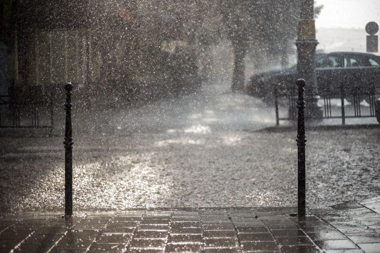 Καιρός: Βροχές, καταιγίδες και πτώση θερμοκρασίας – Πού θα υπάρξουν έντονα φαινόμενα | vita.gr