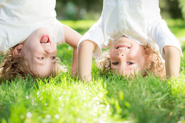 Παιδιά και Φύση: Τι ρόλο παίζει στην ανάπτυξή τους; | vita.gr