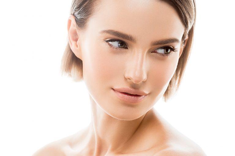 Άψογο πρωινό μακιγιάζ σε πέντε λεπτά με τρία προϊόντα | vita.gr